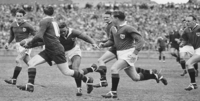 Horrie Kessey 'The Flying Winger' in action for Newtown v Souths at the SCG 29th April, 1950