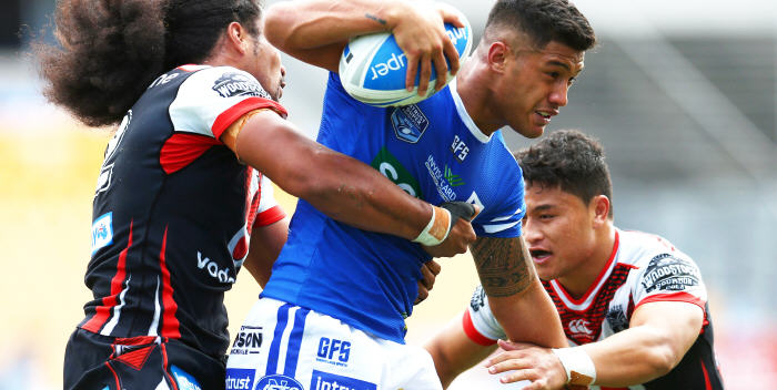 Newtown Jets halfback Fa'amanu Brown is challenged by New Zealand Warriors defenders Bunty Afoa (left) and Mason Lino (right) in last Sunday's hard-fought match at Mt Smart Stadium, Auckland. Photo: Photosport NZ